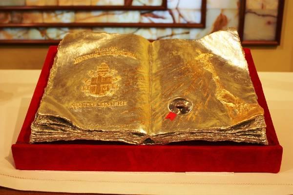 Reliquiario col sangue di Giovanni Paolo II