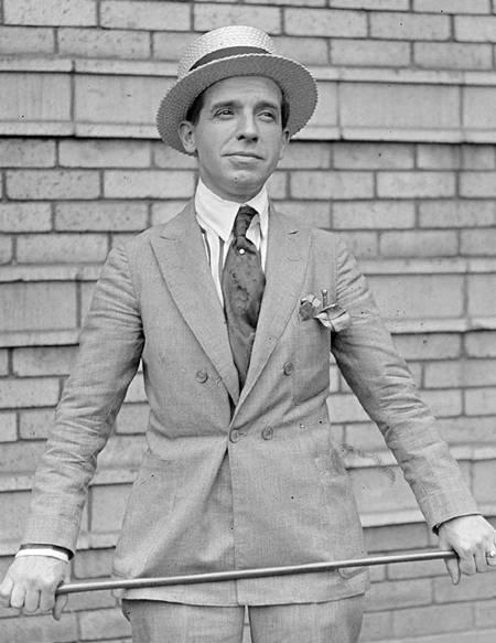 Charles Ponzi bastone