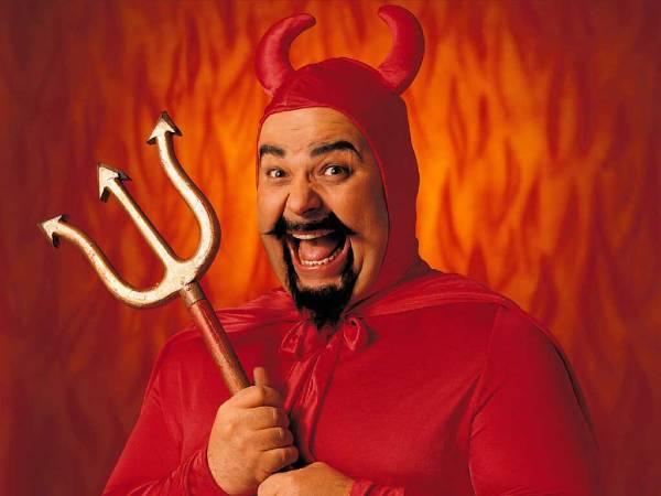 Ciccione vestito da diavolo