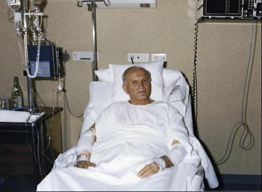 Giovanni Paolo II in ospedale dopo l'attentato