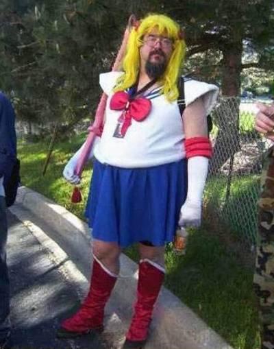 uomo cosplayer sailor moon