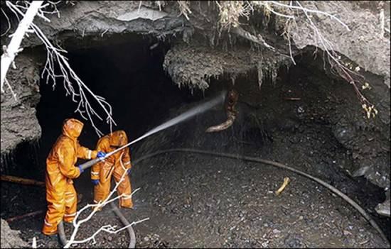Bracconieri di mammut in una grotta