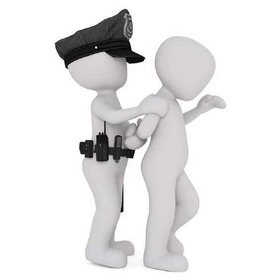 Poliziotto arresta criminale